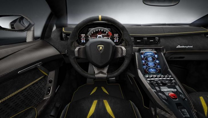 La prima Lamborghini ibrida ha un motore V12 - Foto 2 di 11