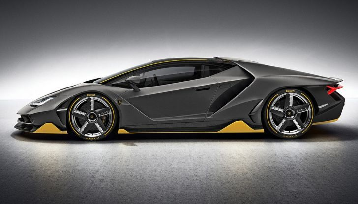 La prima Lamborghini ibrida ha un motore V12 - Foto 7 di 11