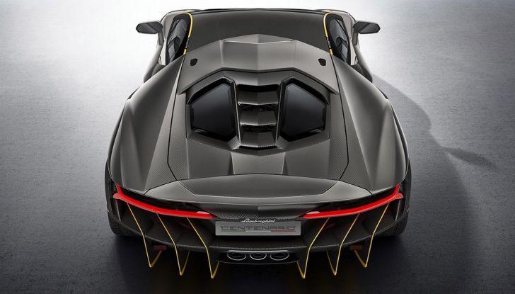 La prima Lamborghini ibrida ha un motore V12 - Foto 9 di 11