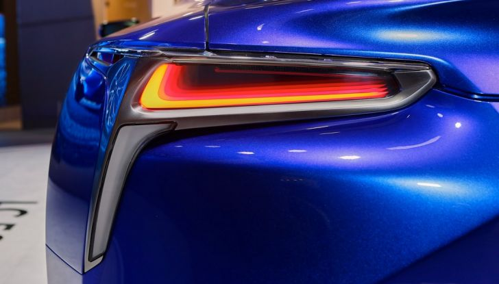 Lexus LC500H live ginevra 2016