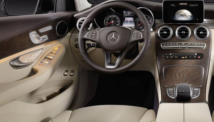 Mercedes GLC coupè debutta al salone di New York - Foto 16 di 22