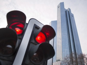 Multa semaforo rosso: quanto costa e come fare ricorso