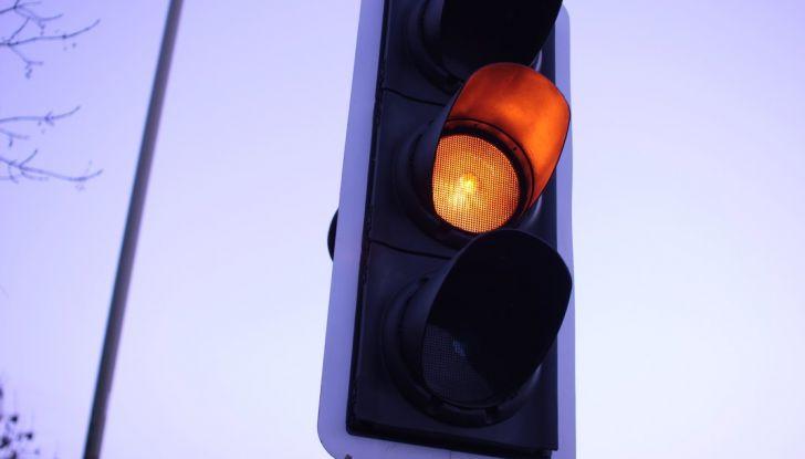 Multa semaforo rosso: quanto costa e come fare ricorso - Foto 2 di 9