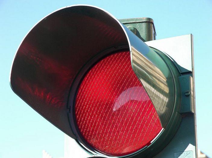 Multa semaforo rosso: quanto costa e come fare ricorso - Foto 9 di 9
