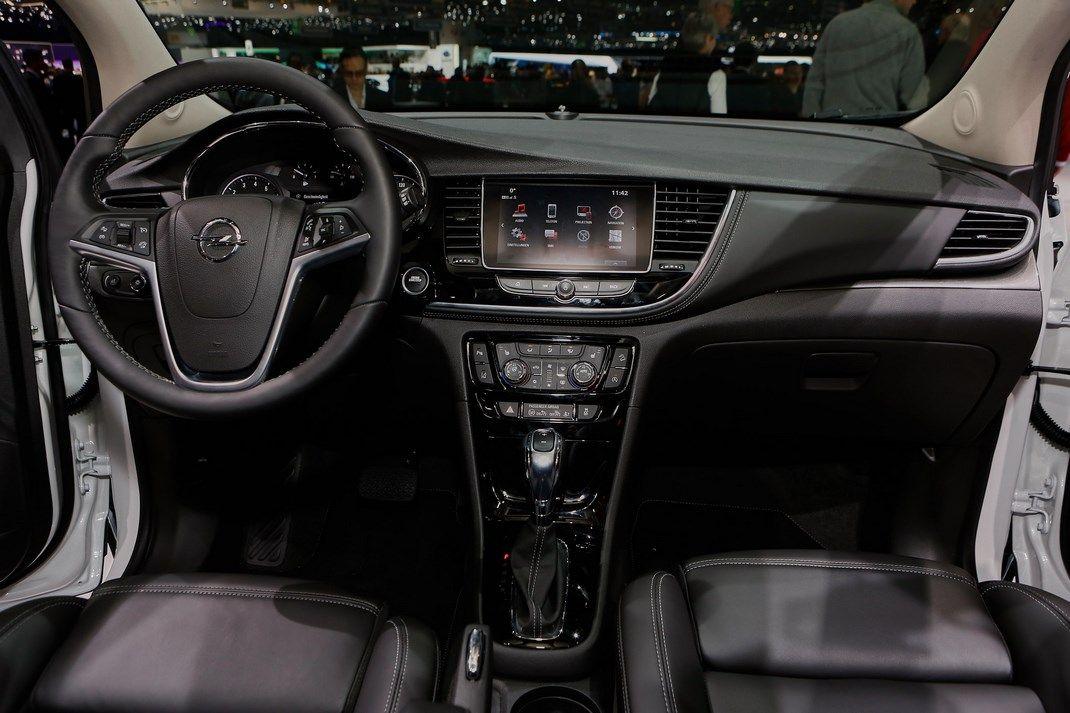 Opel mokka x debutta con nuovo motore 1 4 a ginevra for Opel mokka x interieur