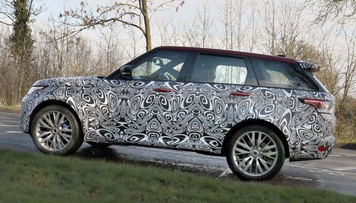 Range Rover Sport SVR, foto spia del facelift - Foto 8 di 10