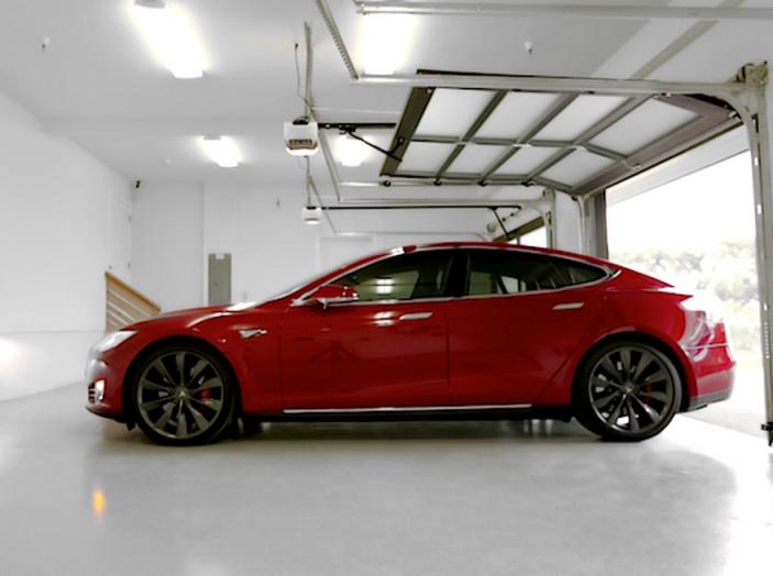 Tesla compra tutte le batterie per le sue auto elettriche e i rivali restano a secco! - Foto 10 di 12