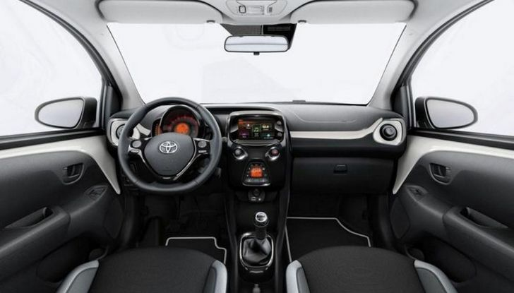 Toyota Aygo x-pure: la citycar per le donne - Foto 3 di 9