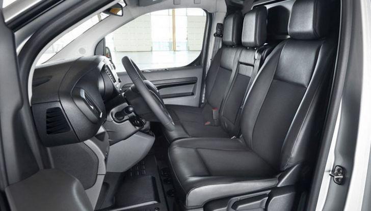 Toyota Proace City: il nuovo minivan debutta sul mercato - Foto 10 di 14