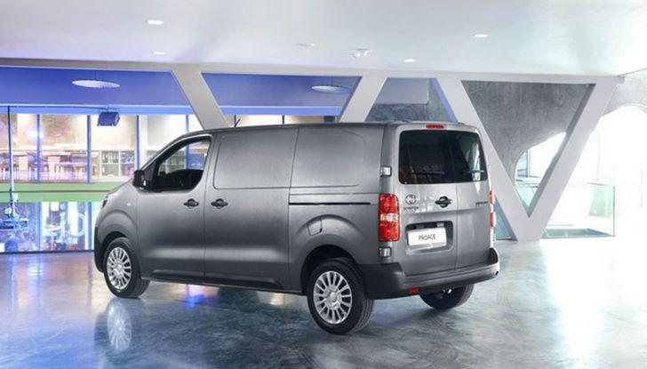 Toyota Proace City: il nuovo minivan debutta sul mercato - Foto 11 di 14