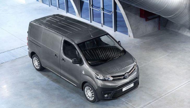Toyota Proace City: il nuovo minivan debutta sul mercato - Foto 14 di 14