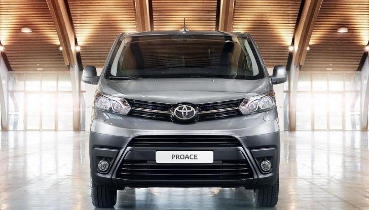 Toyota Proace City: il nuovo minivan debutta sul mercato - Foto 3 di 14