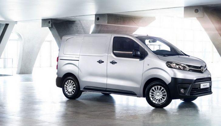 Toyota Proace City: il nuovo minivan debutta sul mercato - Foto 4 di 14
