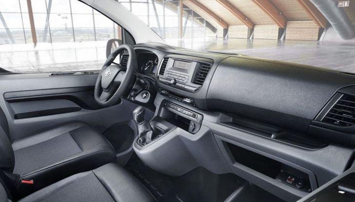 Toyota Proace City: il nuovo minivan debutta sul mercato - Foto 8 di 14