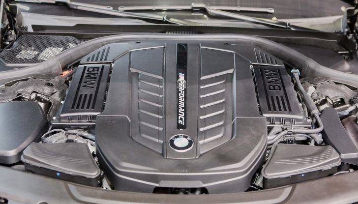 Nuova BMW M760Li xDrive - Foto 21 di 34