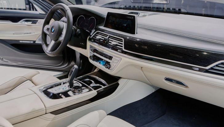 Nuova BMW M760Li xDrive - Foto 23 di 34