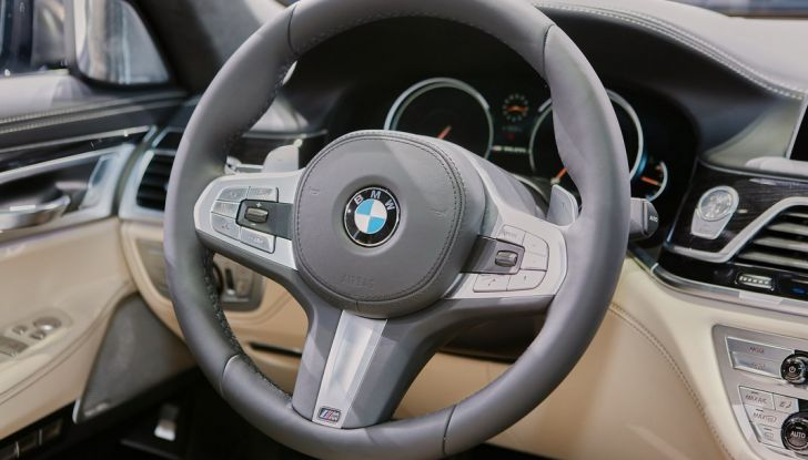 Nuova BMW M760Li xDrive - Foto 31 di 34