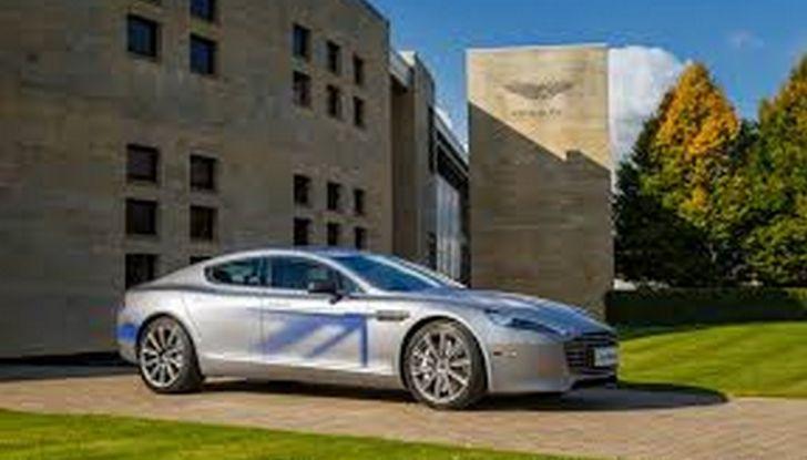 James Bond nel prossimo film di 007 guiderà una Aston Martin 100% elettrica - Foto 5 di 6
