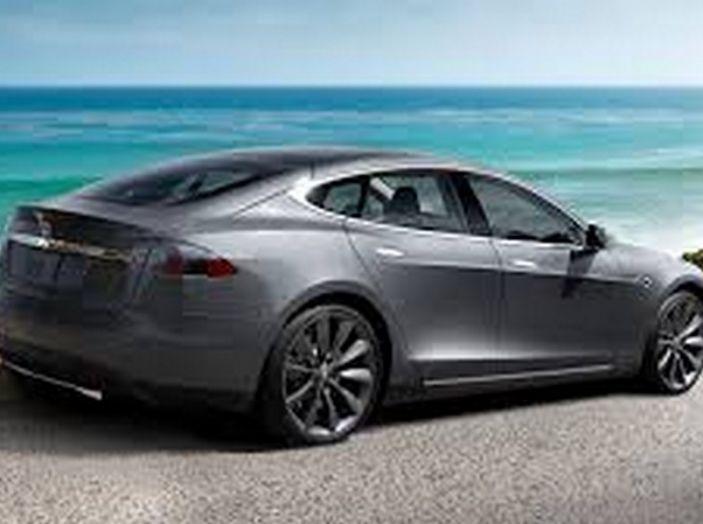 Tesla compra tutte le batterie per le sue auto elettriche e i rivali restano a secco! - Foto 7 di 12