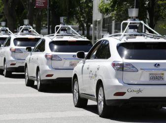 Google Car si scontra con un bus: ecco il video dell'incidente