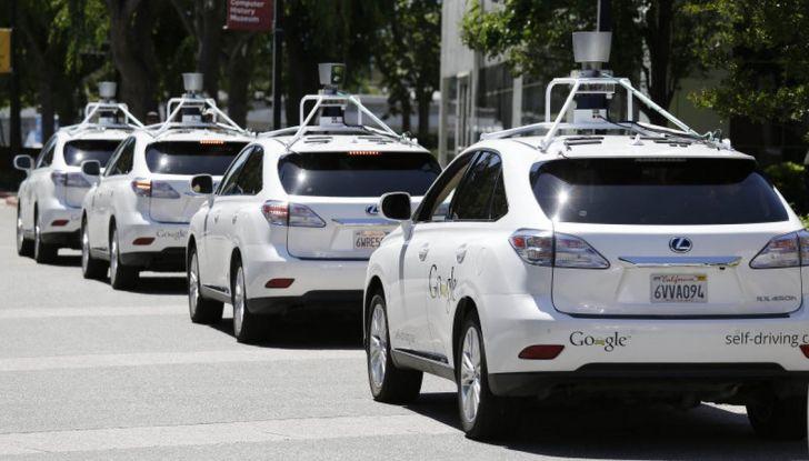 Google Car si scontra con un bus: ecco il video dell'incidente - Foto 1 di 8