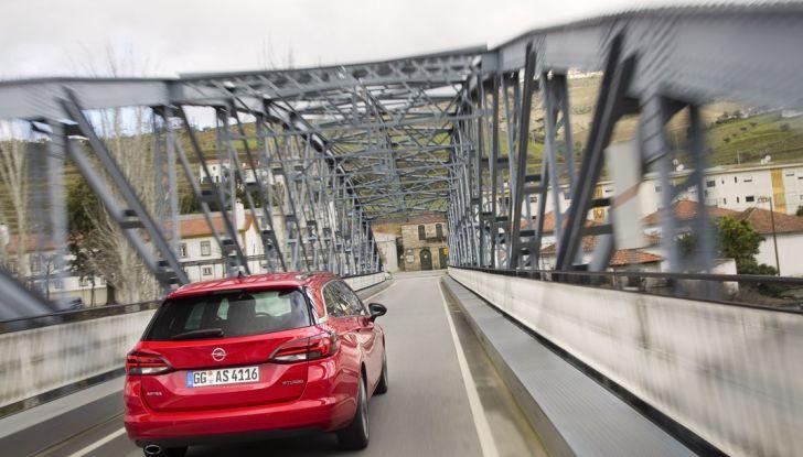 Nuova Opel Astra Sports Tourer prova su strada, informazioni e prezzi - Foto 19 di 40