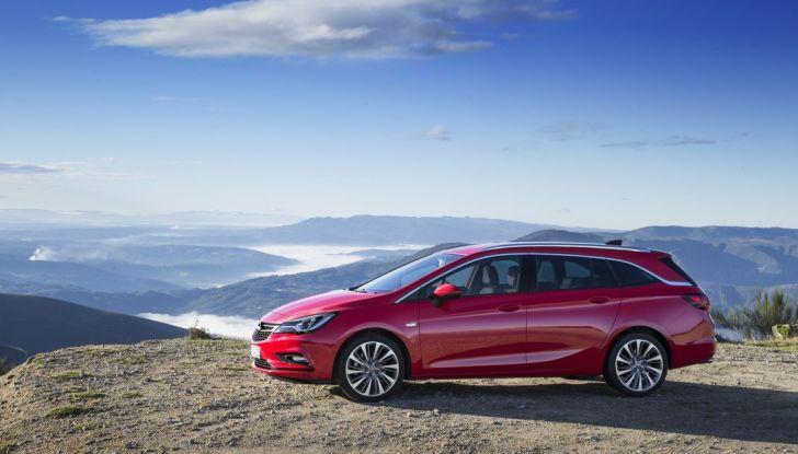Nuova Opel Astra Sports Tourer prova su strada, informazioni e prezzi - Foto 23 di 40