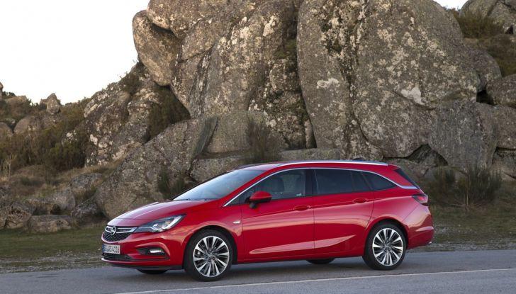 Nuova Opel Astra Sports Tourer prova su strada, informazioni e prezzi - Foto 25 di 40