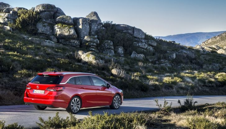 Nuova Opel Astra Sports Tourer prova su strada, informazioni e prezzi - Foto 27 di 40