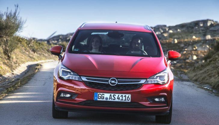 Nuova Opel Astra Sports Tourer prova su strada, informazioni e prezzi - Foto 28 di 40