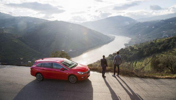Nuova Opel Astra Sports Tourer prova su strada, informazioni e prezzi - Foto 31 di 40