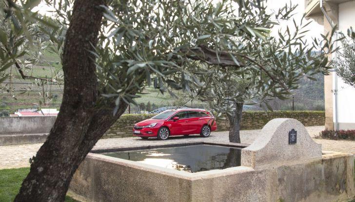 Nuova Opel Astra Sports Tourer prova su strada, informazioni e prezzi - Foto 32 di 40