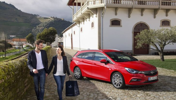 Nuova Opel Astra Sports Tourer prova su strada, informazioni e prezzi - Foto 34 di 40