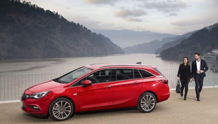 Nuova Opel Astra Sports Tourer prova su strada, informazioni e prezzi - Foto 35 di 40