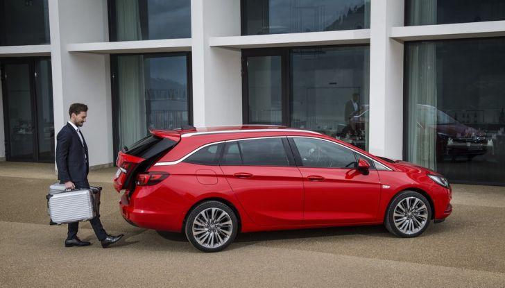 Nuova Opel Astra Sports Tourer prova su strada, informazioni e prezzi - Foto 37 di 40