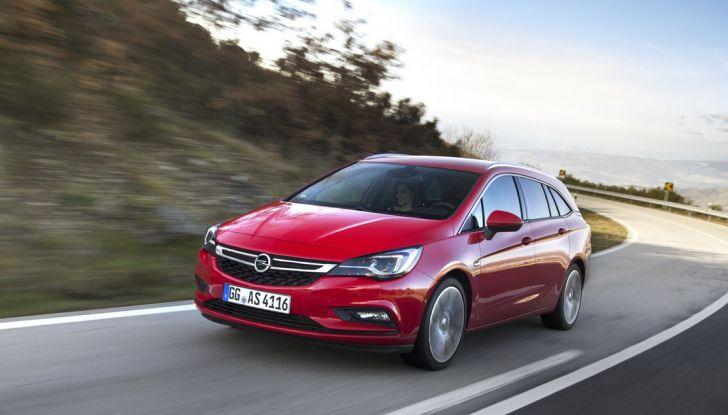 Nuova Opel Astra Sports Tourer prova su strada, informazioni e prezzi - Foto 12 di 40