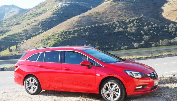 Nuova Opel Astra Sports Tourer prova su strada, informazioni e prezzi - Foto 1 di 40
