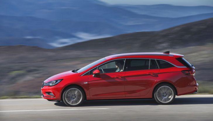 Nuova Opel Astra Sports Tourer prova su strada, informazioni e prezzi - Foto 17 di 40