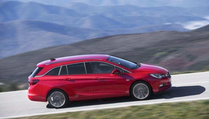 Nuova Opel Astra Sports Tourer prova su strada, informazioni e prezzi - Foto 18 di 40