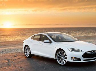 Tesla Model S e la ricarica elettrica senza fili
