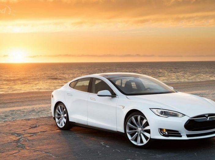 Tesla Model S e X con pieno elettrico gratis per sempre con Infomotori - Foto 1 di 12