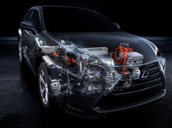 Lexus: consegnata la milionesima auto ibrida con uno scherzo inaspettato