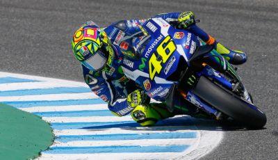 MotoGP 2016, Barcellona: trionfa Rossi, fuori Lorenzo e Iannone