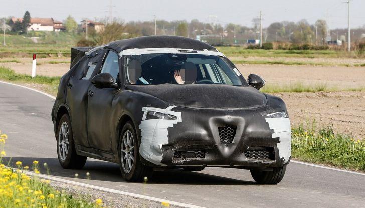 Alfa Romeo Stelvio SUV, foto spia in anteprima assoluta - Foto 2 di 10
