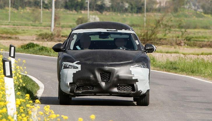 Alfa Romeo Stelvio SUV, foto spia in anteprima assoluta - Foto 6 di 10