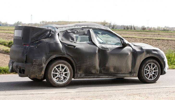 Alfa Romeo Stelvio SUV, foto spia in anteprima assoluta - Foto 7 di 10