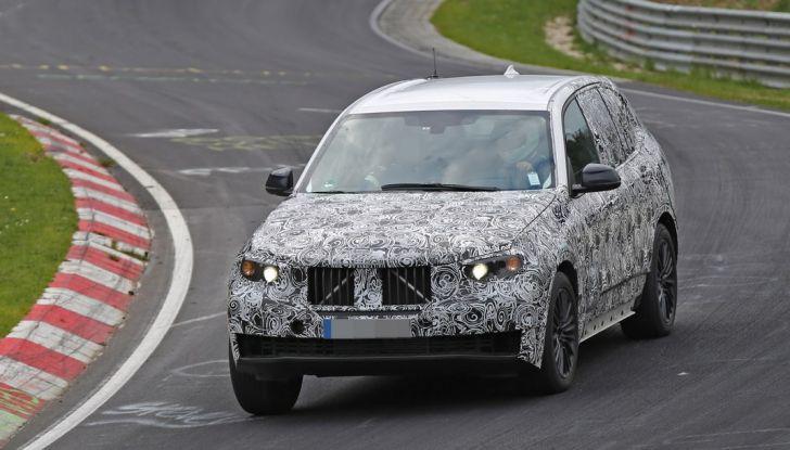 BMW X5 di nuova generazione, le immagini spia dei test in pista - Foto 2 di 13