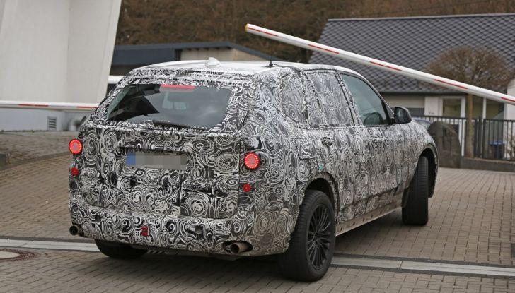 BMW X5 di nuova generazione, le immagini spia dei test in pista - Foto 12 di 13