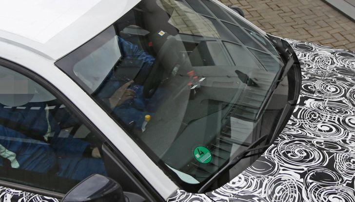 BMW X5 di nuova generazione, le immagini spia dei test in pista - Foto 5 di 13
