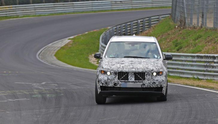 BMW X5 di nuova generazione, le immagini spia dei test in pista (13)